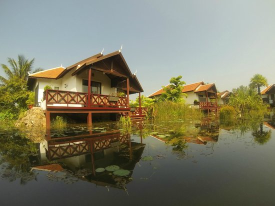 Suites and Sweet Resort Angkor : View of the villas at day time
