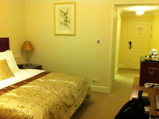 Sunshine Hotel Jiaxing: Hier ein Einblick in die Größe des Zimmers