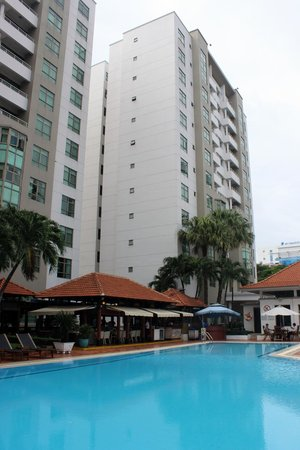 Somerset Ho Chi Minh City : Pool and surrounds