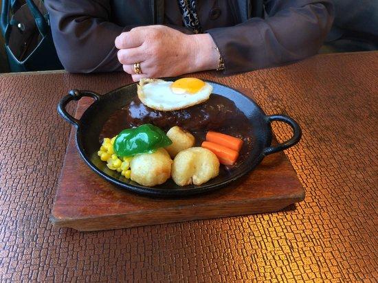 Restaurant Kerun: ミニハンバーグランチ とてもミニでははありません