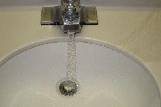Pan American Inn & Suites: Slowest water faucet ever!