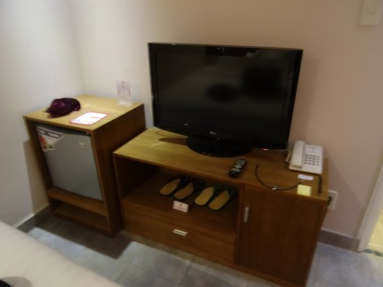 Little Saigon Boutique Hotel : TV and fridge in Room 001