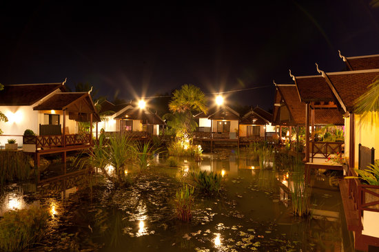 Suites and Sweet Resort Angkor : Villas View at night time