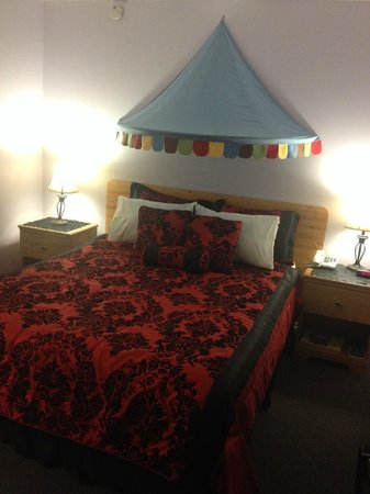 Sage Hills Motel : Not your average motel bedroom