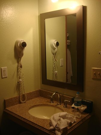 Super 8 Castle Rock Colorado: Bathroom view 3