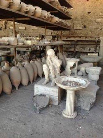 Walks of Italy : Pompeii relics
