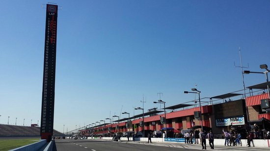 Auto Club Speedway: Pit row during qualifying day