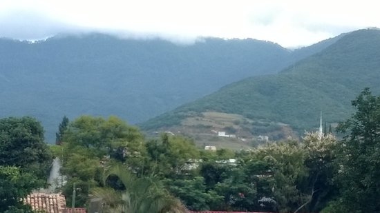 Hotel Las Cúpulas: Mountain views from deck