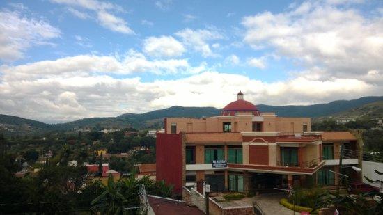 Hotel Las Cúpulas: Neighboring hotel