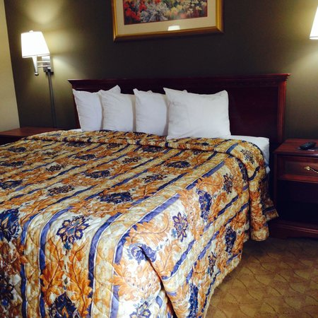 Americas Best Value Inn - Tulsa West (I-44) : Standard king bed room