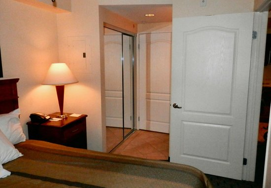 Homewood Suites by Hilton San Diego Airport - Liberty Station : CLOSETS
