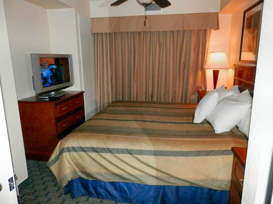 Homewood Suites by Hilton San Diego Airport - Liberty Station: KING BEDROOM