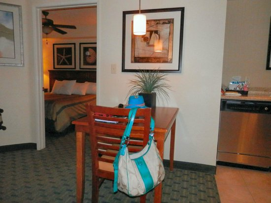 Homewood Suites by Hilton San Diego Airport - Liberty Station : DINING TABLE