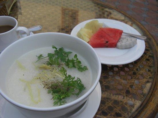 Mali Namphu Hotel: 朝食のおかゆ