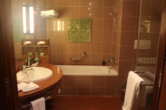 Hilton Hanoi Opera : Bathroom