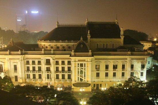 Hilton Hanoi Opera : Opera house at night