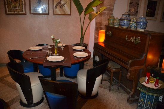 El Minzah: Salle restaurant....