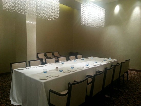 DoubleTree by Hilton Hotel Pune - Chinchwad : The dining hall at Level L1