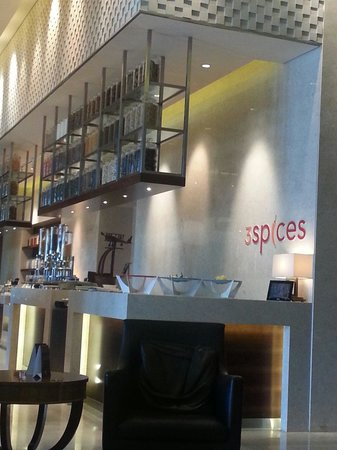 DoubleTree by Hilton Hotel Pune - Chinchwad : 3 Spices restaurant at the Double Tree by Hilton