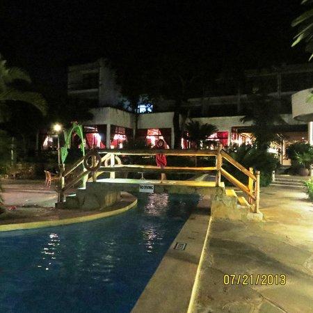 Travellers Beach Hotel & Club: pool