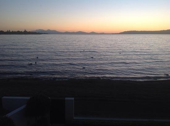 Sacred Waters Taupo Luxury Apartments: Sunset