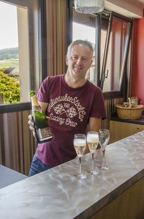 Champagne Domi : Thierry Lutz, a bottle of extra brut, and three glasses