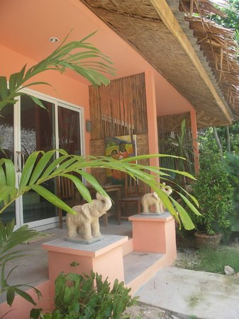 Cha-Ba Bungalows & Art Gallery: beachview bungalows