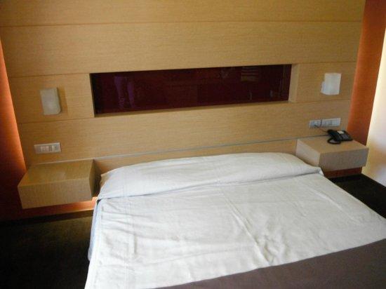 Inverigo Hotel : La testa del letto è bellissima