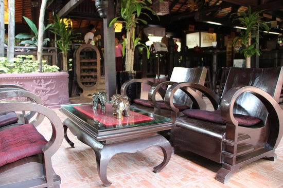 HanumanAlaya Boutique Residence: The entrance of the restaurant area