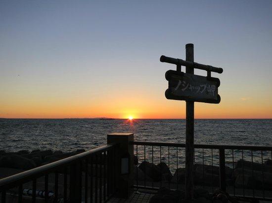 Cape Noshappu: ちょうど水平線に日が沈む頃