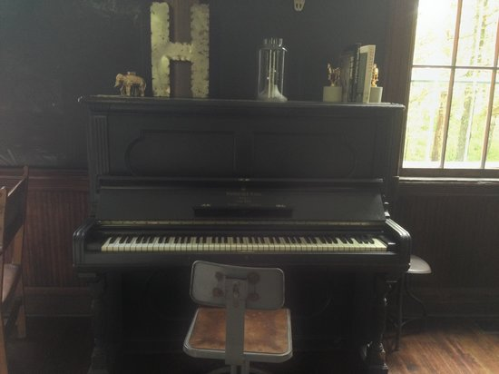 Hillside Schoolhouse : Piano