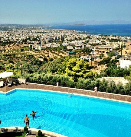 Royal Sun Hotel: Pool at day