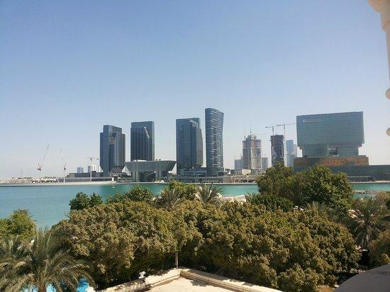 Le Meridien Abu Dhabi : Reem Island across the water