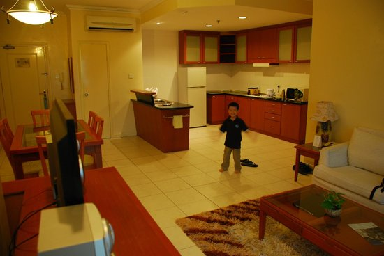 Ariva Gateway Kuching: kitchen island