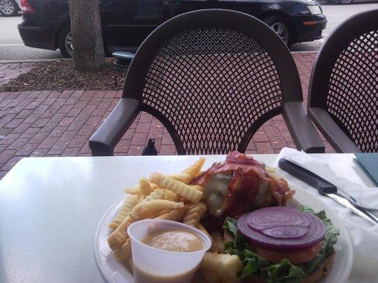 Market Street Cafe: птица покушается на мой обед