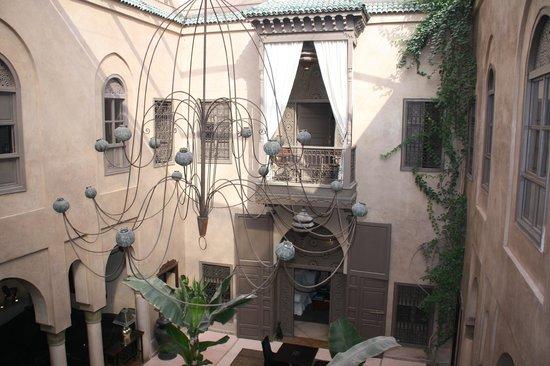 Riad Noir d'Ivoire: Amazing chandelier