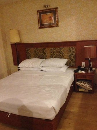 Blue Diamond Hotel: Premium Bedroom