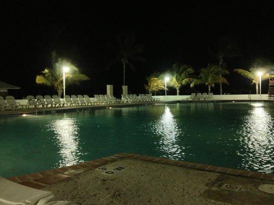 Viva Wyndham Fortuna Beach: pool at night