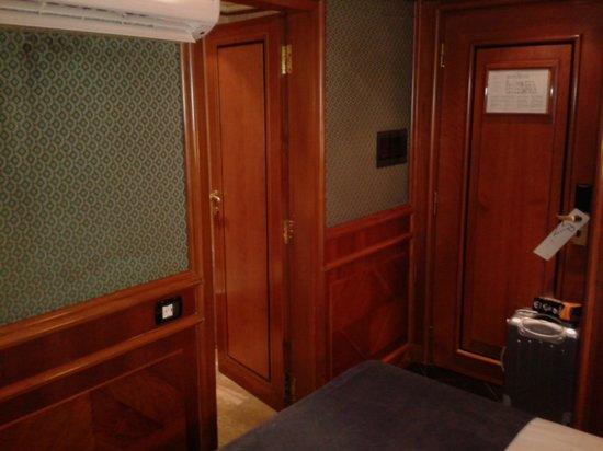 Hotel Valadier: Ingresso e climatizzatore