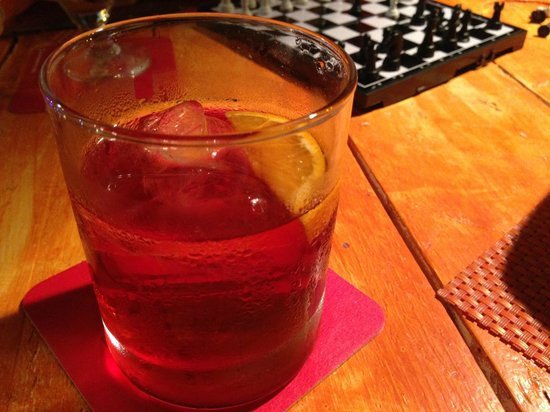 10 B Surf Bar & Restaurant : Late night drinks negroni
