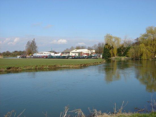 Anglo Welsh Dayboat Hire: A tranquil scene