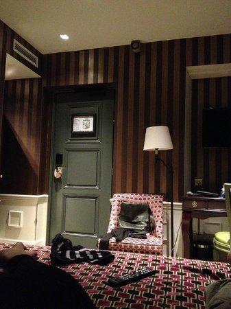 La Maison Favart: Door from bed