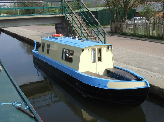 Anglo Welsh Dayboat Hire: Day boat hire, a great way to try canal boating!