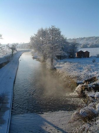 Anglo Welsh Dayboat Hire: A frosty morning on the canal!