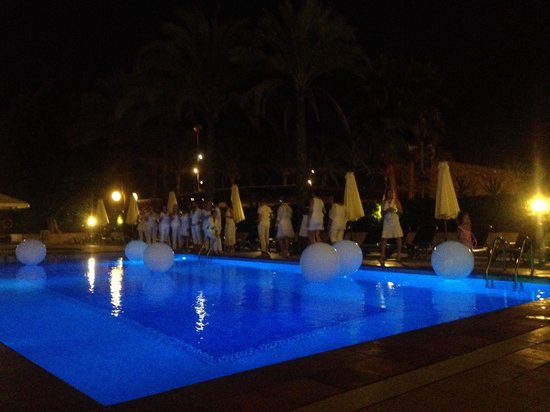Playa Golf: Nice white party