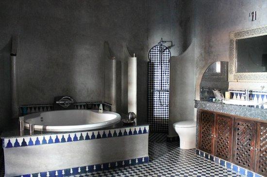 Ryad Alya: Baño en Suite Casablanca