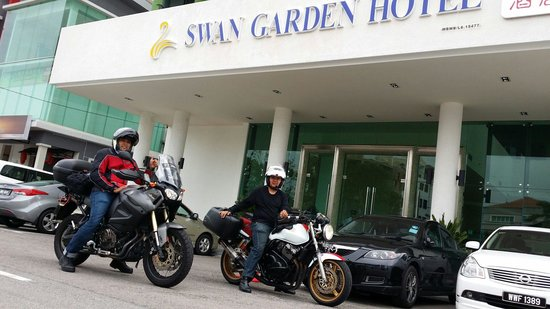 Swan Garden Hotel: Parking is safe but room service is not to the standard with poor breakfast course. But for a ch