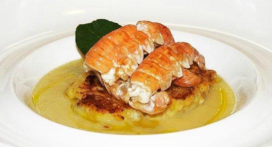 Taverna 800 : Fondente di patate con gamberi, pancetta e cialde di pane