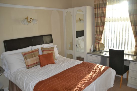 Brigstock House: Suite bedroom