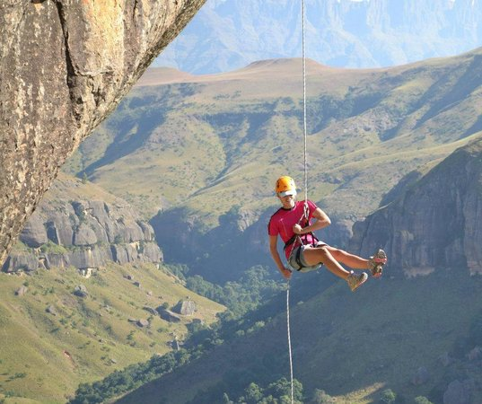 Itchyfeet SA : Cathedral Peak abseil, Central Drakensberg, South Africa